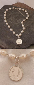 Fresh Pearl Necklace with Sterling Silver Horseshoe Disc